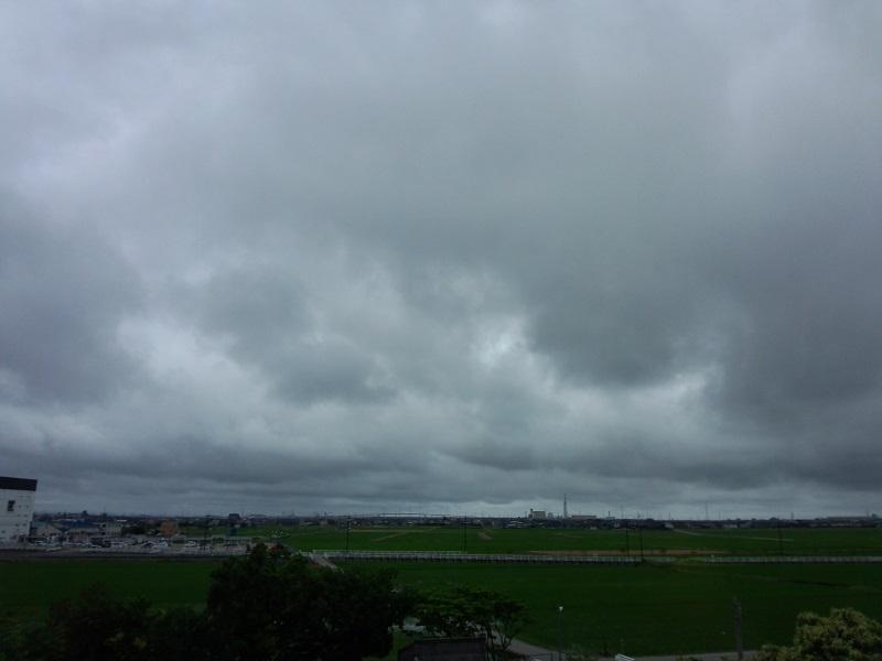 梅雨らしい朝