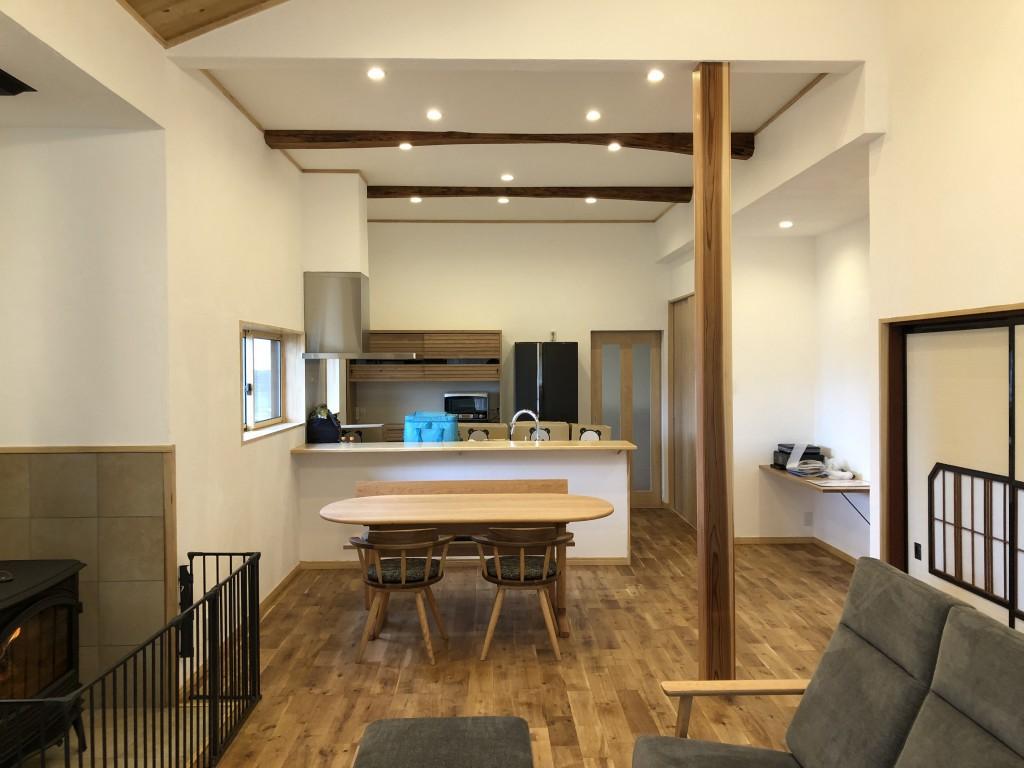 木の家と木の家具