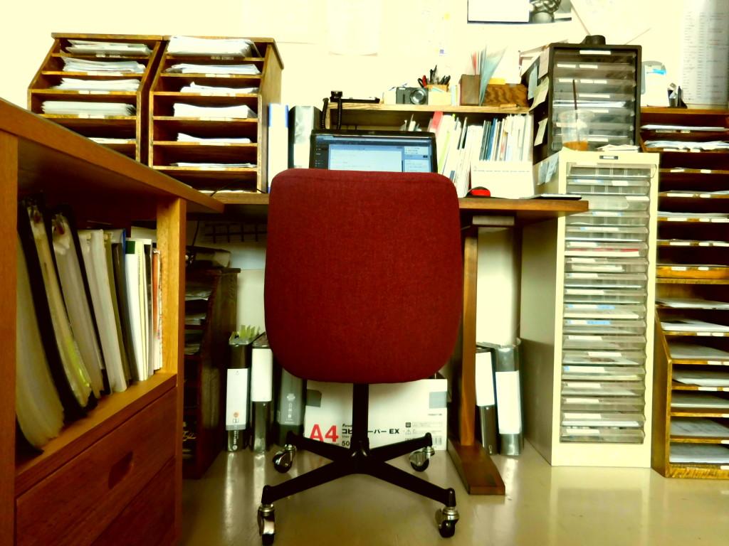 ミヤモト家具LOWVEのデスクチェアー