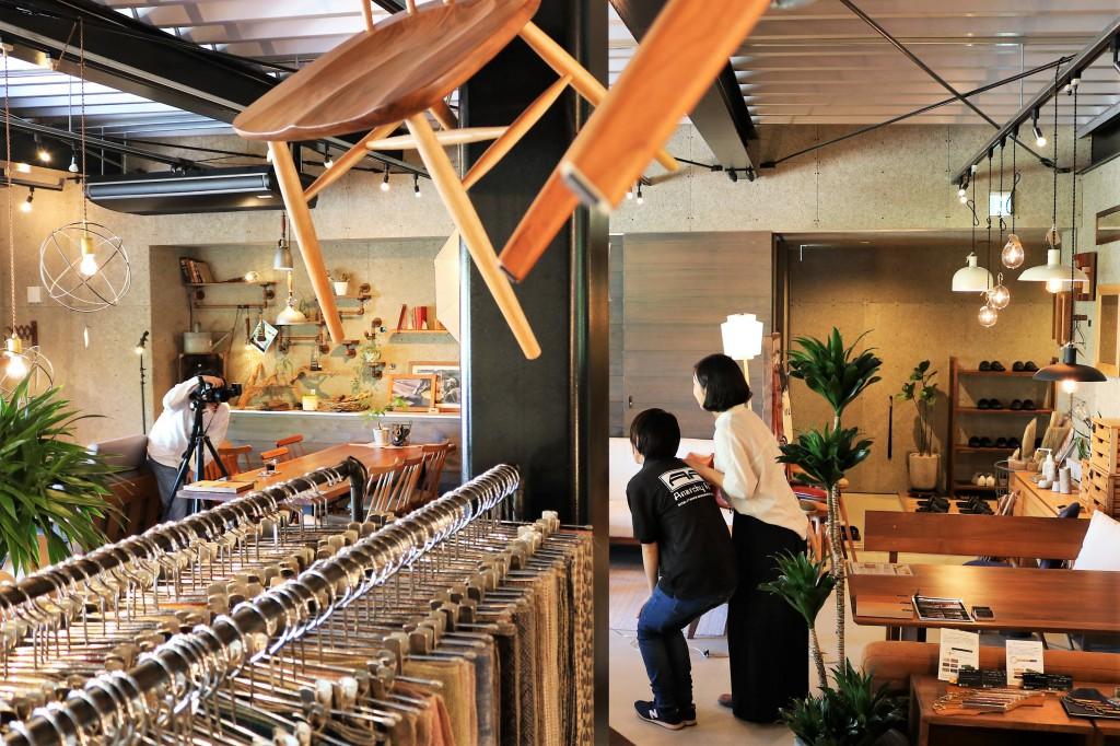 北日本新聞の取材 ミヤモト家具 9