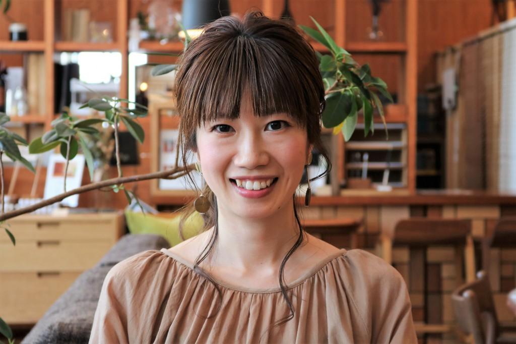山崎恵 H.P用顔写真 (3)