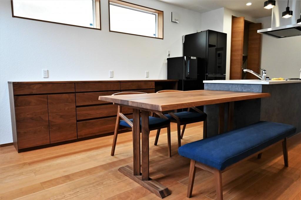 K様 ダイニングテーブル・椅子・ベンチ・食器棚 ミヤモト家具・SOLID金沢