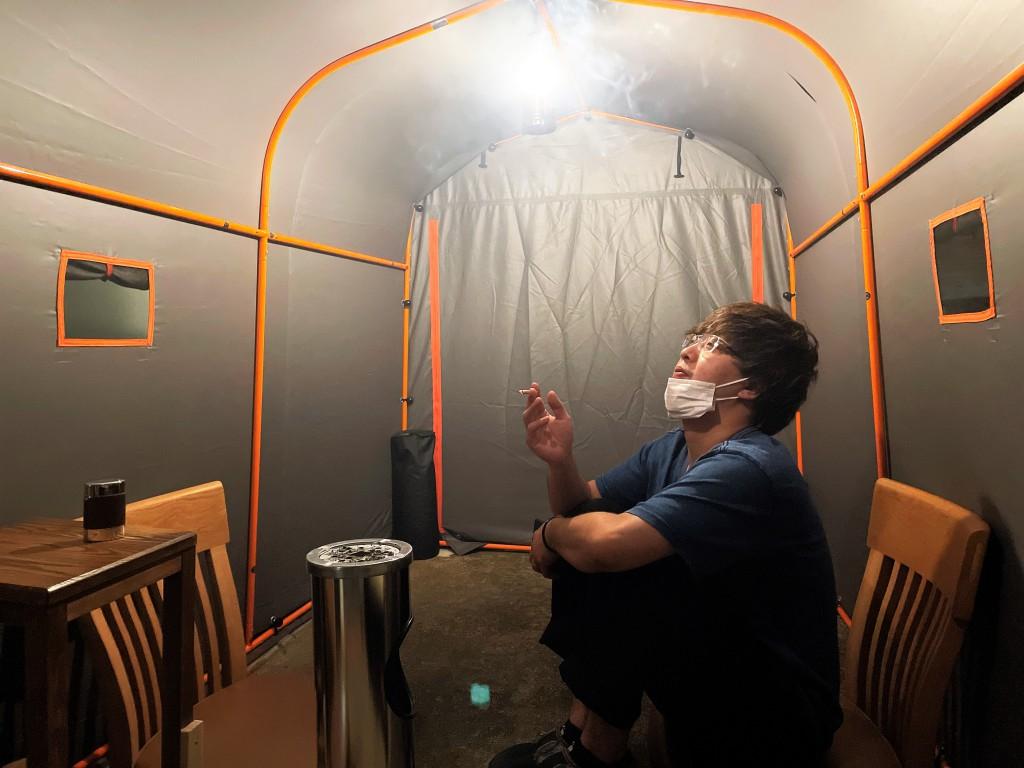 マナーを守る喫煙所 ミヤモト家具 (1)